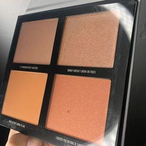 Makeup - Kylie Jenner Kris Highlighter palette